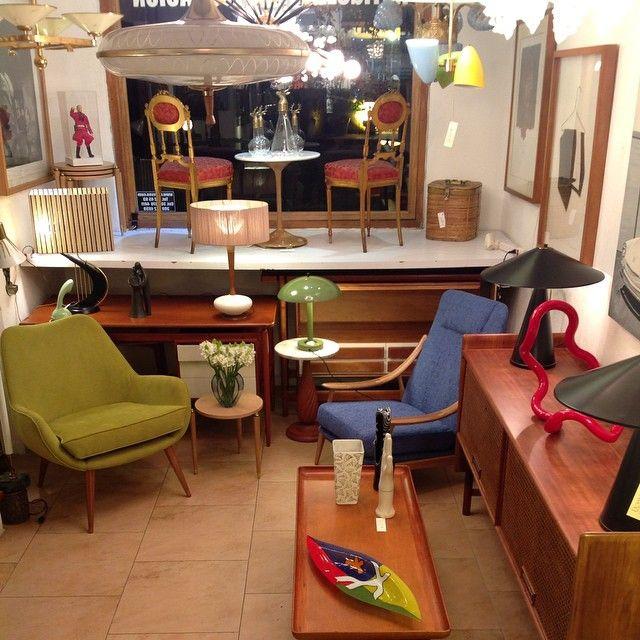 Dessvan Calle 79B # 7-90 Bogotá - Colombia www.dessvan.com #dessvan #vintagebogota #bogota #colombia #mueblesbogota #mobiliariobogota #calledelosanticuarios #lamparas #lamparasbogota #antiguedadesbogota #designbogota #midcenturybogota #sofa #mesa #comedor #lampara #aplique #silla #sillas