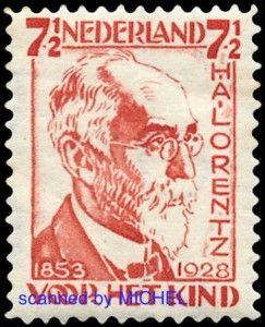 """Hendrik Antoon Lorentz erfuhr bereits kurz nach seinem Ableben eine philatelistische Würdigung. In der Ausgabe """"Voor het kind"""" porträtierte ihn die Post auf dem Wert zu 7 ½ Cent, MiNr. 220 (beide Abb. Schwaneberger Verlag)."""