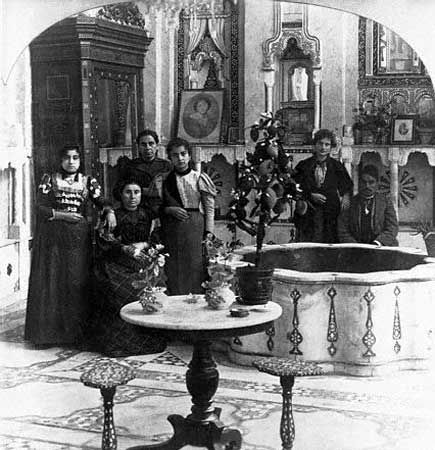 Syria (سورية) - A Jewish family in Damascus, pictured in their ancient Damascene home, in Ottoman Syria, 1901