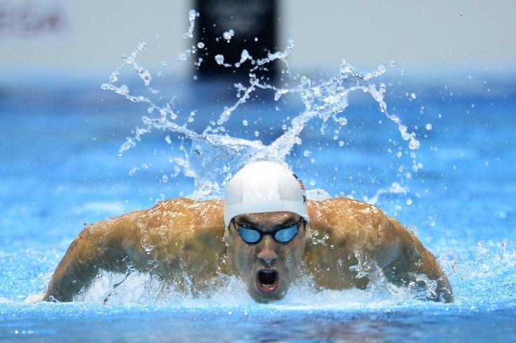 De Amerikaanse zwemmer Michael Phelps tijdens de 200 meter vlinderslag op de Olympische Spelen in Londen. Phelps zou deze Olympische Spelen opnieuw veel medailles winnen, Alle zijn Spelen bij elkaar opgeteld heeft hij meer olympische medailles verzameld dan welke sporter ooit ook.