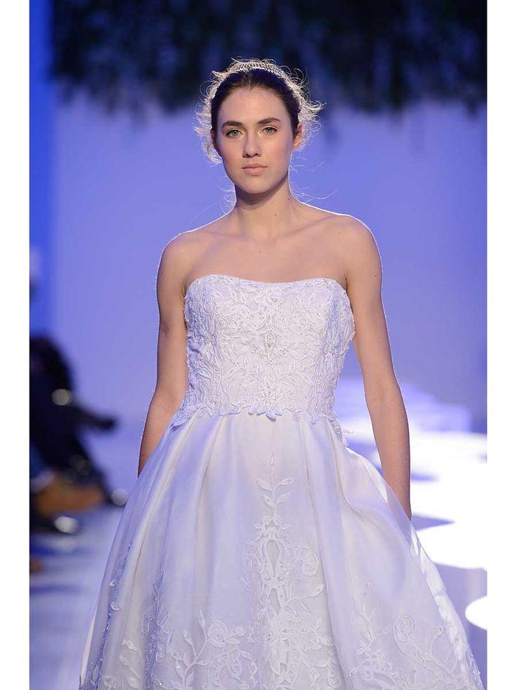 Strapless lace wedding dress @asaajatha