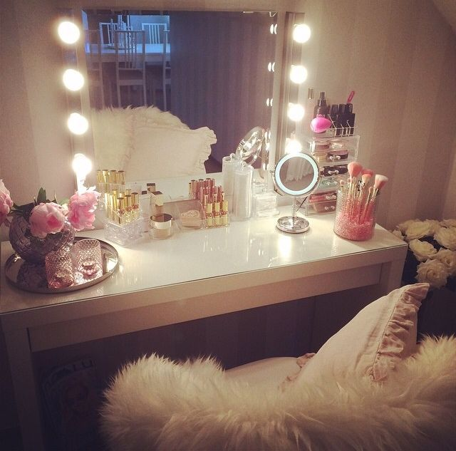 "I usually don't like ""frilly"" things but this cute! If I had a beauty room, I would do this. But I chose an office haha."