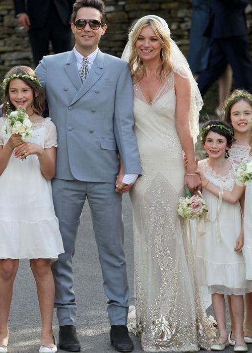 Les 10 robes de mariage de stars les plus marquantes kate for Robe de mariage de kate moss tomber