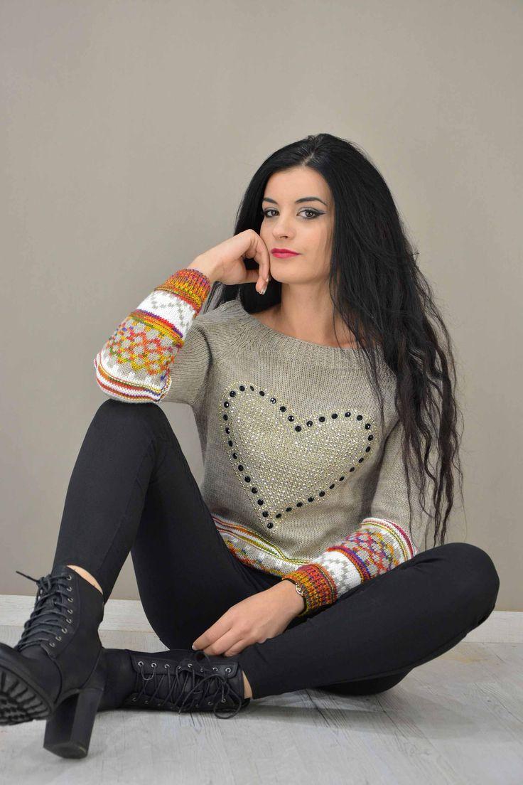 Γυναικείο πουλόβερ με καρδιά στράς  PLEK-2724-be  Πλεκτά > Πλεκτά & ζακέτες