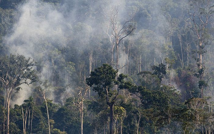 O Ministério do Meio Ambiente (MMA) vai gastar R$ 78,5 milhões com a contratação de uma empresa privada para realizar o monitoramento via satélite do desmatamento e das queimadas na Amazônia. O detalhe é que esse acompanhamento já é feito, desde 1988, pelo Instituto Nacional de Pesquisas Espaciais (INPE) por apenas R$ 4,5 milhões.