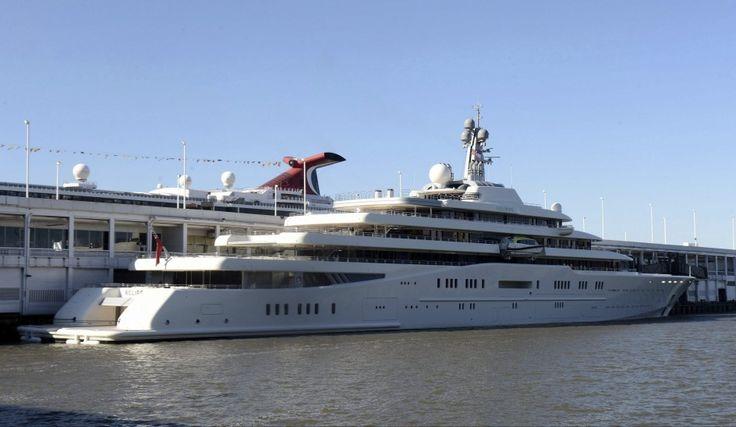 'ECLIPSE' -  Abramóvic es el propietario, es un trasatlántico privado de 170 metros de eslora, dos helipuertos, once camarotes de invitados, dos piscinas, varios jacuzzis y un minisubmarino que es capaz de sumergirse a 50 metros.