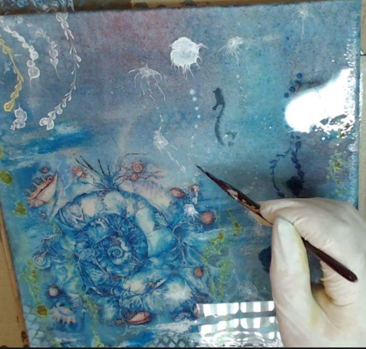 Сегодня вместе с Наташей Каримовой мы отправились на Море: любовались ракушками, медузами, и все это под аккомпанемент декупажа, работы с морилками и эпоксидной смолой. Смотрите, как это было: https://webinar.newdirections.ru/25003/room/1641/  Но это не все, чему вас может научить Наташа: приходите на онлайн-мк, посвященные барельефам и полихромии, классическому декупажу, сфумато, а так же приобретайте видео-мк об имитации камней, старинной книге и кракелюрах…