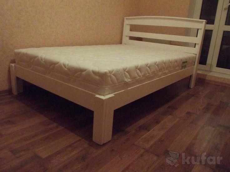 Двуспальные кровати из натурального дерева под