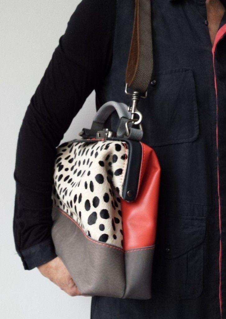 Dokterstas schoudertas cheetah roze | Mirjam Zwolsman