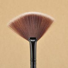 Livraison gratuite New Pro ventilateur forme pinceaux de maquillage brosse cosmétiques mélange surligneur Contour visage poudre femme maquillage outil NA1122(China (Mainland))