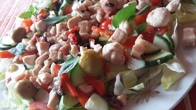 NAŠE KUCHYNĚ: Zeleninový salát (ledový salát, rajče, okurka, pap...