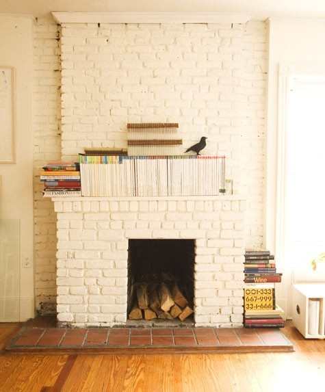 painted brick fireplace.: Living Rooms, Brick Wall, Architecture Interiors, Paintings Brick Fireplaces, Book, Paintings Fireplaces, White Paintings, White Brick Fireplaces, Expo Brick