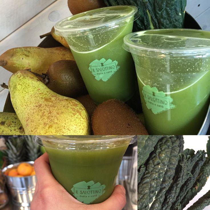 Il nostro succo Velluto Verde, nuova ricetta per un potente effetto ANTIOSSIDANTE! Pera, kiwi e cavolo nero sapientemente miscelati ed estratti a freddo!