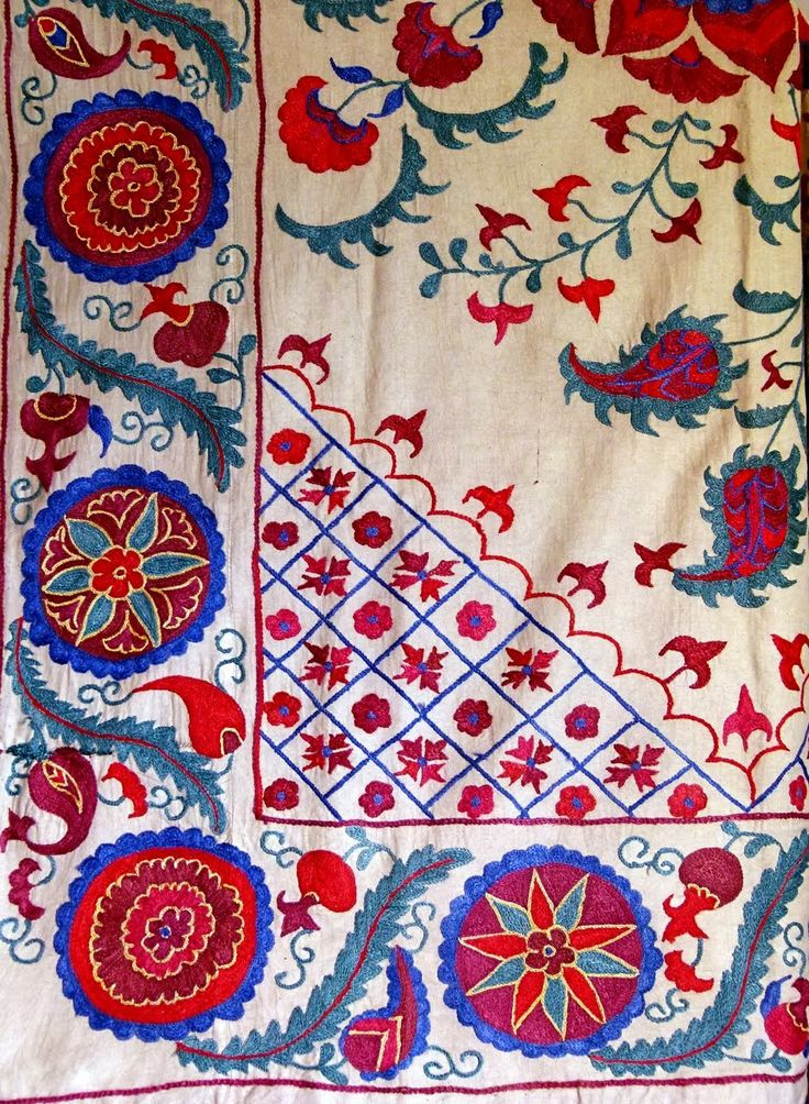 Suzanis from Uzbekistan - the traditional folk art of embroidery with silk threads on fabric