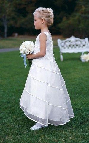 Birneförmiges Prinzessin kleine Größe Blumenmädchenkleid für Apfelförmige Figur mit bootsförmiger Ausschnitt