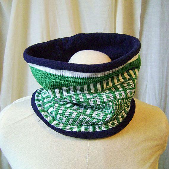 Cachecou cache col tricoté motif code binaire vert par Emillye