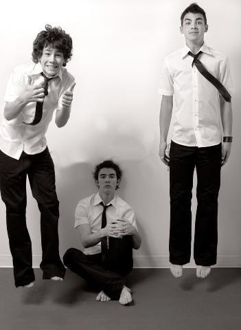 No lie. I used to love the Jonas Brothers.  Around 6 to 8 years ago. :/ This is how I remember them. Lol