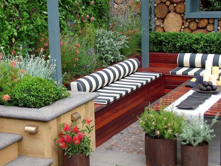 15 Fabulous Small Patio Ideas To Make Most Of Small Space: I Love This Gorgeous Garden Seating Area--the Stained Red