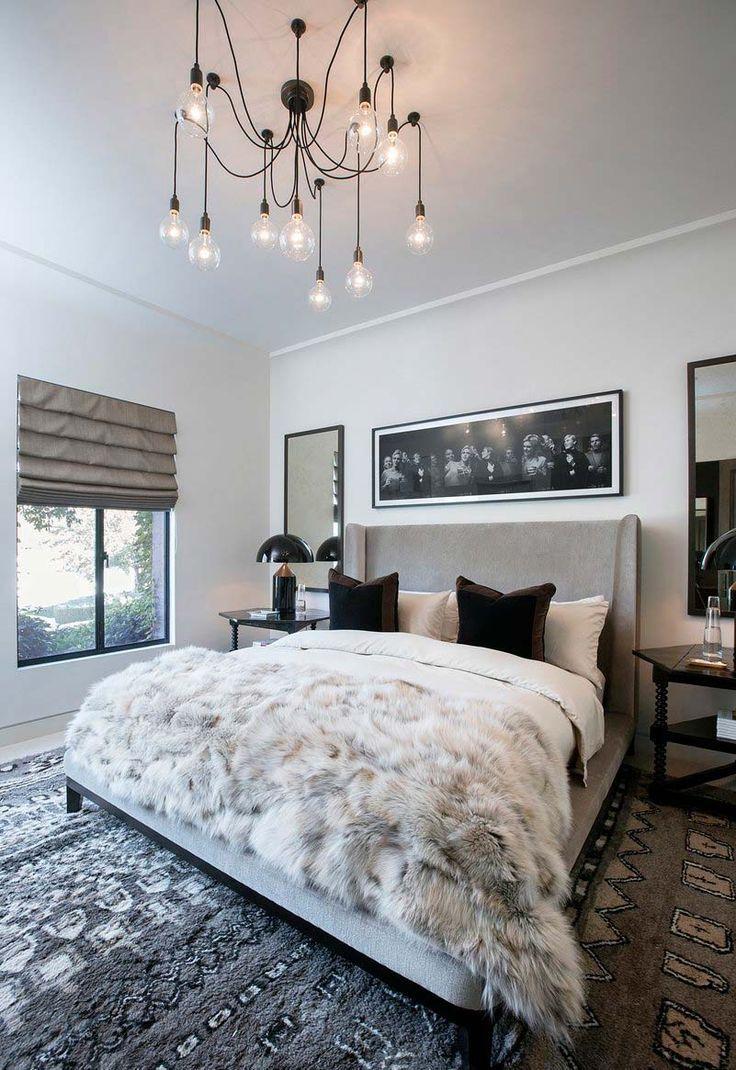 In Het Glamoureuze Huis Van Kourtney Kardashian Logeerkamer Transitional Bedroom Design Bedroom Interior Home Decor Bedroom Kourtney kardashian bedroom pictures