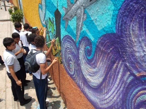 Barranquilla, Colombia: Students' wall paintings as part of a UNODC awareness programme around human trafficking. // Barranquilla, Colombia: Murales pintados por estudiantes como parte del programa de conciencia de UNODC encontra la trata de personas.
