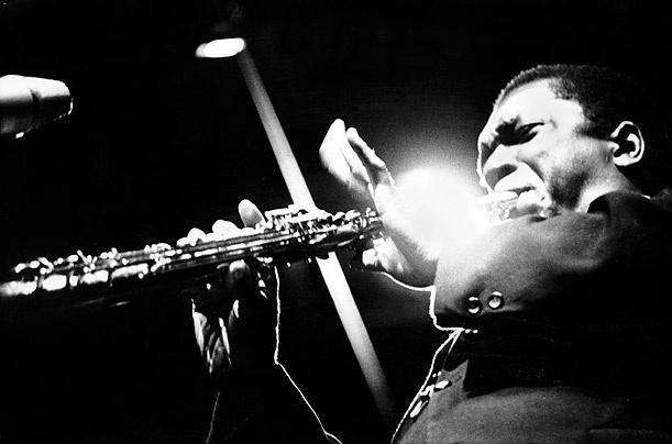 #John-Coltrane - Photo by #Herman -Leonard: In The World, Migliore Musica, John Coltrane, Herman Leonard, Blue Note, Random History, World La Migliore