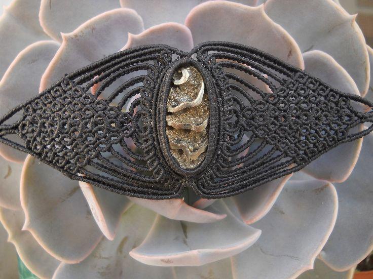Macramè bracelet with ammonite with pyrite geode.