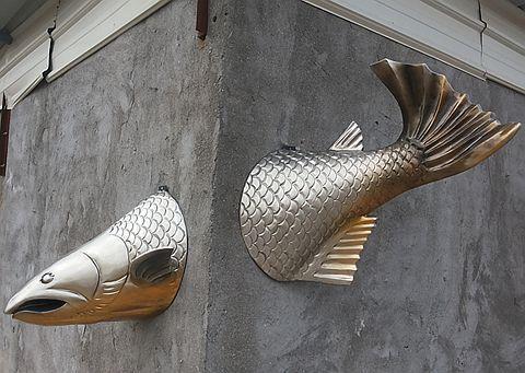 Купить товарТворческий рыбы бар рыбы дом стены украшены KTV клуб отель фасады стены стекловолокна скульптуры и декоративно прикладного искусства в категории Настенные светильникина AliExpress. Спецификация: Ретро золото, другой цвет настройки, серебрение   Торговый предыдущий обратите внимание следующим образом