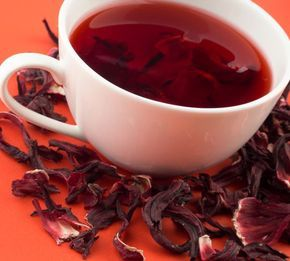 Chá de hibisco tem ação diurética, digestiva e termogênica