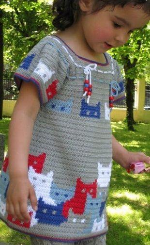 Детское платье с узором Коты