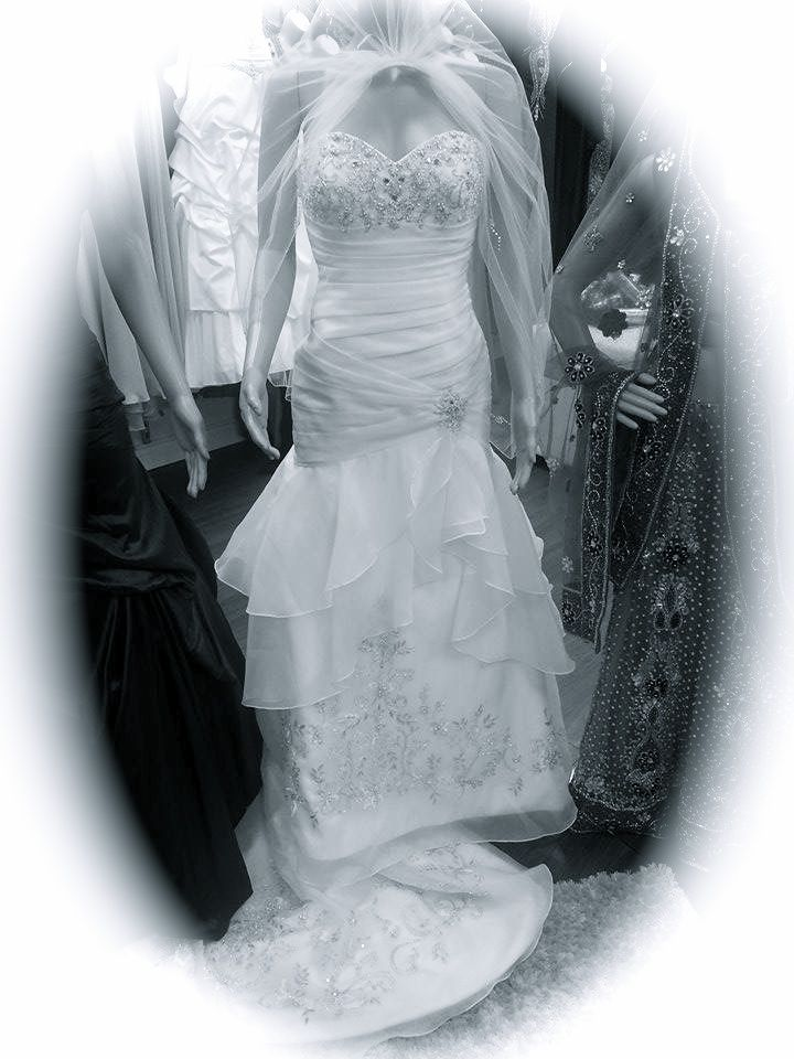 This gorgeous Bridal dress is 60% off its original price for the month of January ........