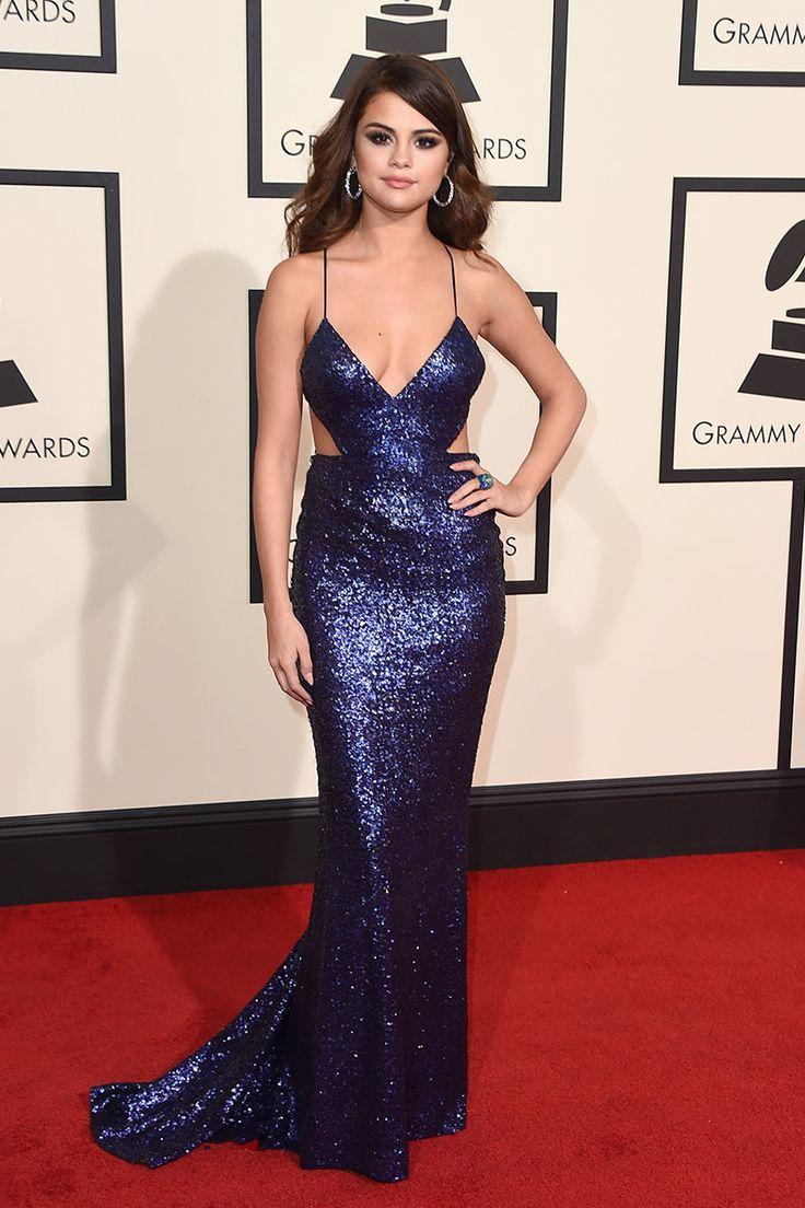 Selena Gomez, vestido de glitter de Calvin Klein. Alfombra roja premios Grammy 2016 #RedCarpet #GrammyAwards
