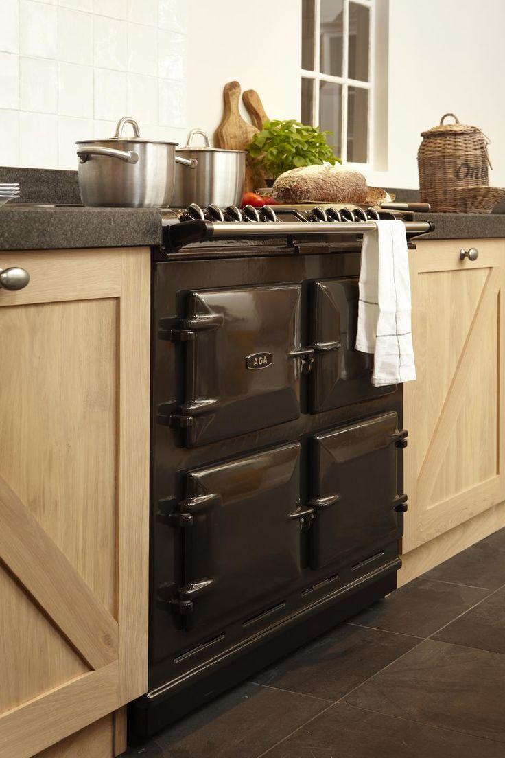 Mooie AGA Six Four met keramische kookplaat van Gerard Hempen Keukens