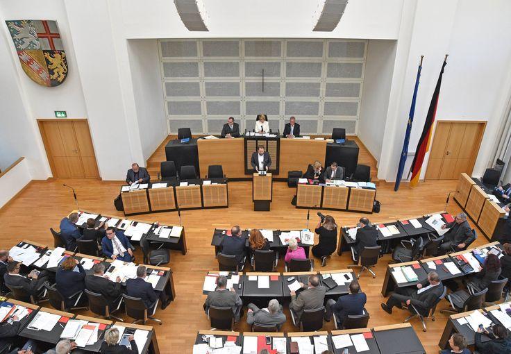 """""""Eine bloße Parteienwahl schließt die Verfassung aus."""" Wenn Saarländer das wollen, dann können sie die bloße Parteienwahl zur Landtagswahl zu Fall bringen."""