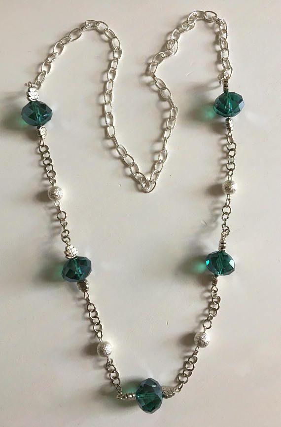 Collana in argento con perle di vetro verde