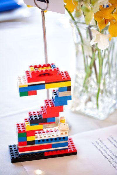 Numeros de mesa en ladrillos Lego. Detalles que hacen de una geek wedding un evento inigualable!