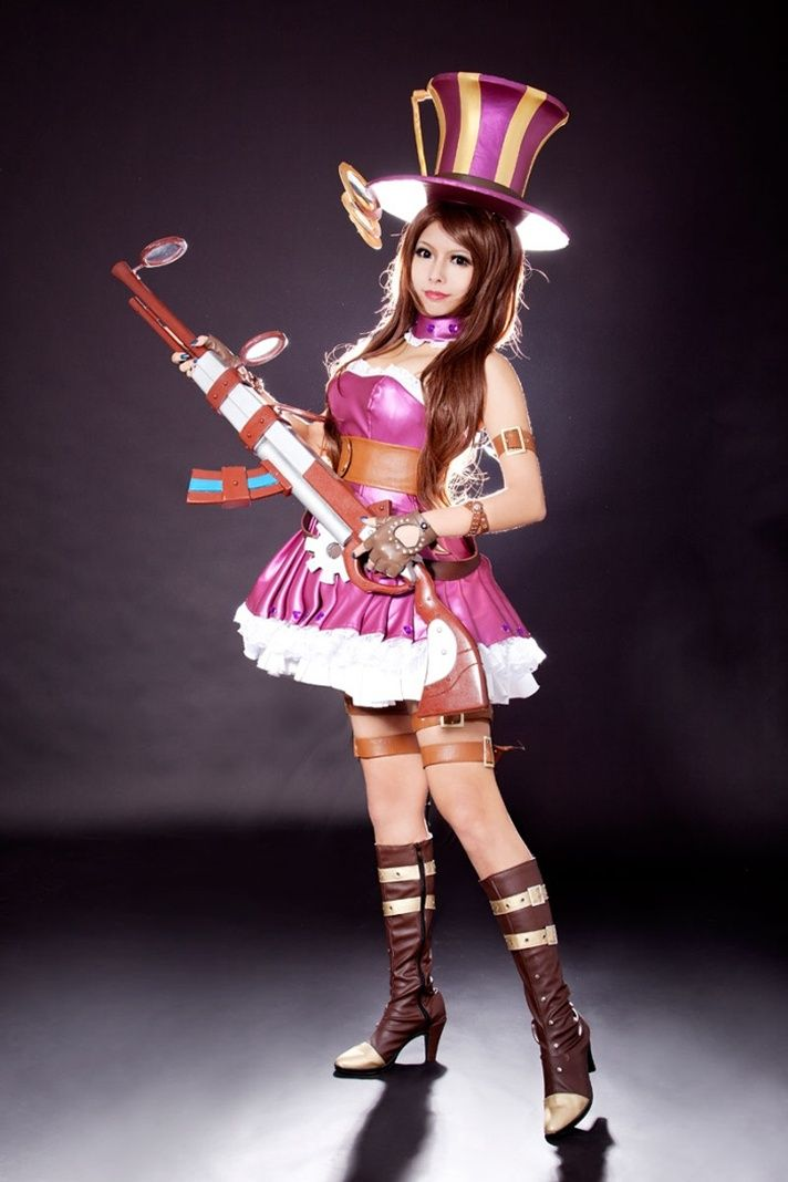 Caitlyn from League of Legends.   Cosplay: Gaming ...