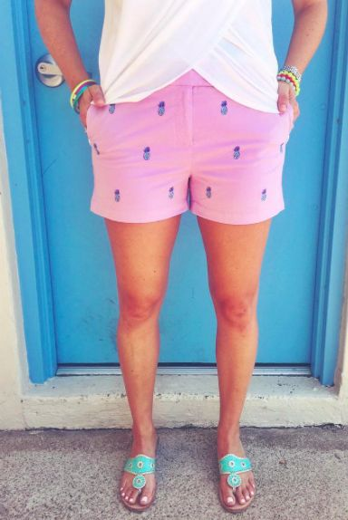 Vineyard Vines Pineapple Embroidered Short- Pink