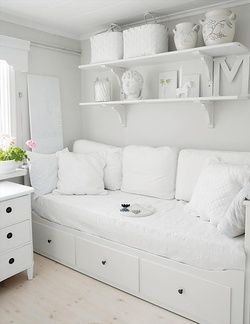 idea for dressing our ikea hemnes daybed to make it more like a sofa - Ideas For Spare Room