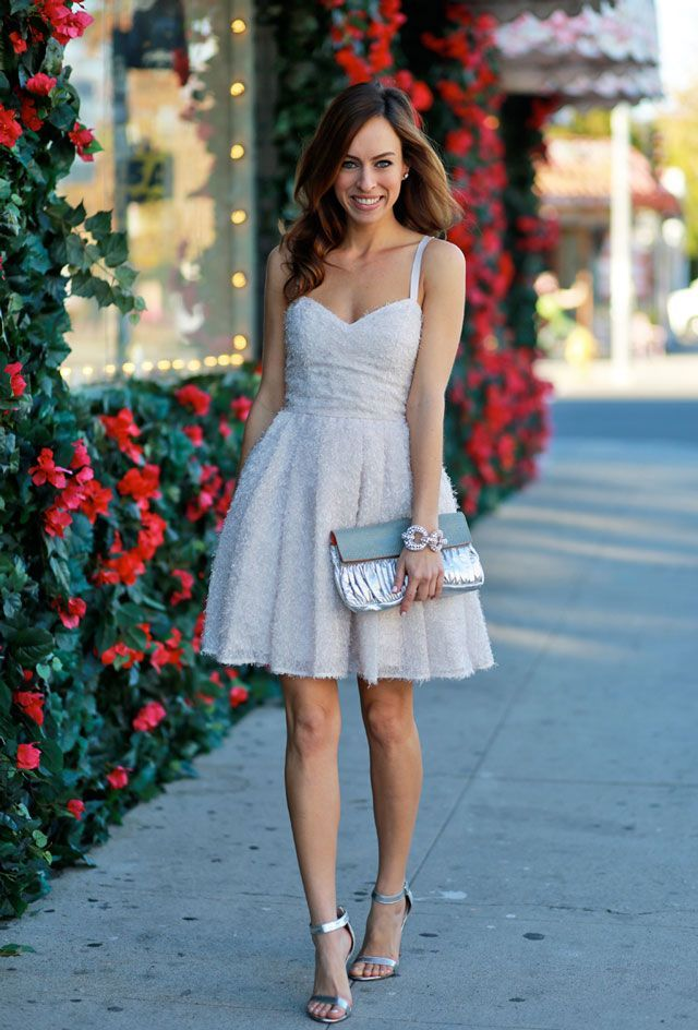 Gorgeous dress with clutch and minimal accessory. Sweet date night outfit. | Date Night Fashion