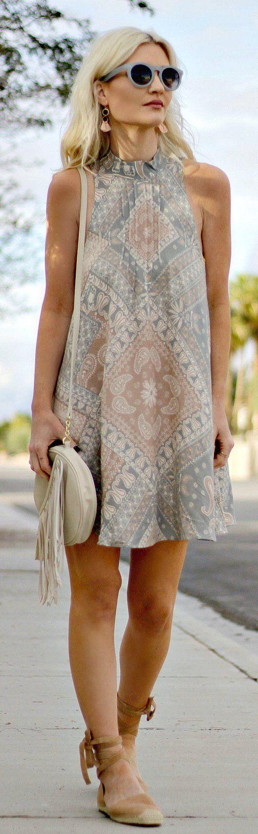 Printed Sleeveless Dress / Cream Leather Shoulder Bag / Brown Pumps