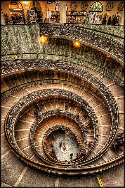Twist | La de vueltas que da la vida. ¿Por qué me resultan tan mágicas las escaleras de caracol?