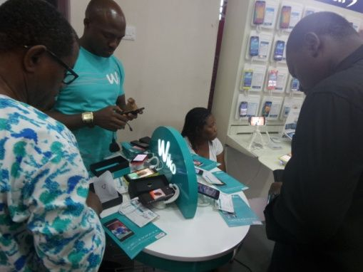 #Wiko customer feeling the experience of his #Wiko #Fizz at #Slot #Lekki #Nigeria