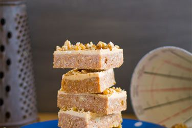 Coffee walnut fudge slice
