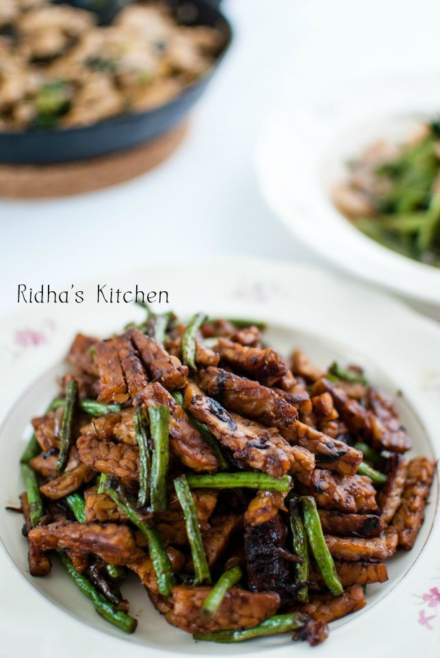 Stir-fried tempeh with water spinach
