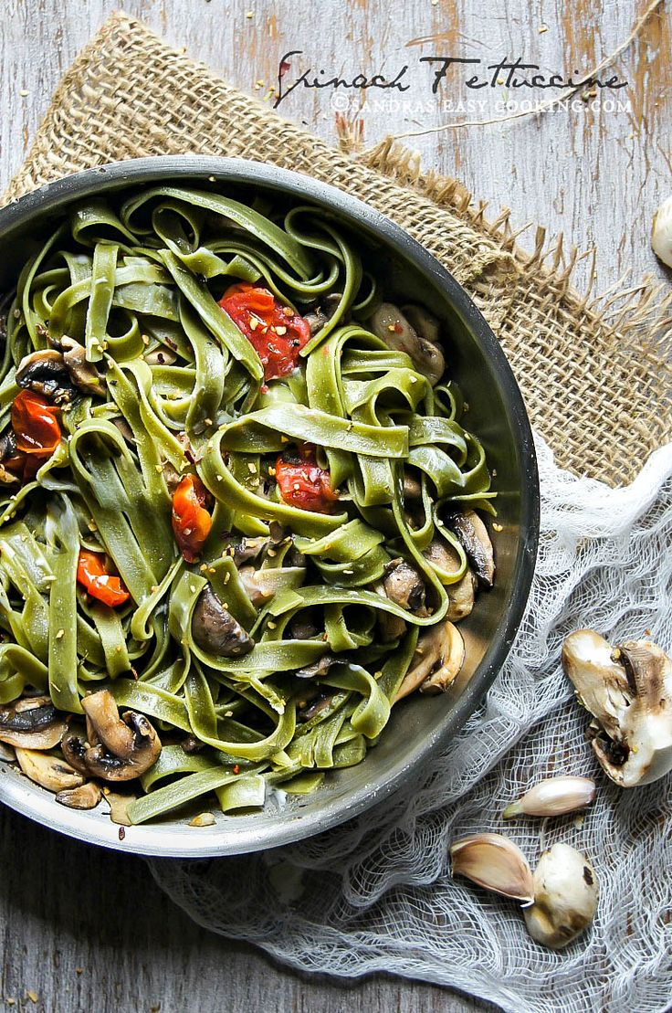 Spinach #Fettuccine with Mushrooms and Cherry Tomatoes #recipe #food @SECooking | Sandra