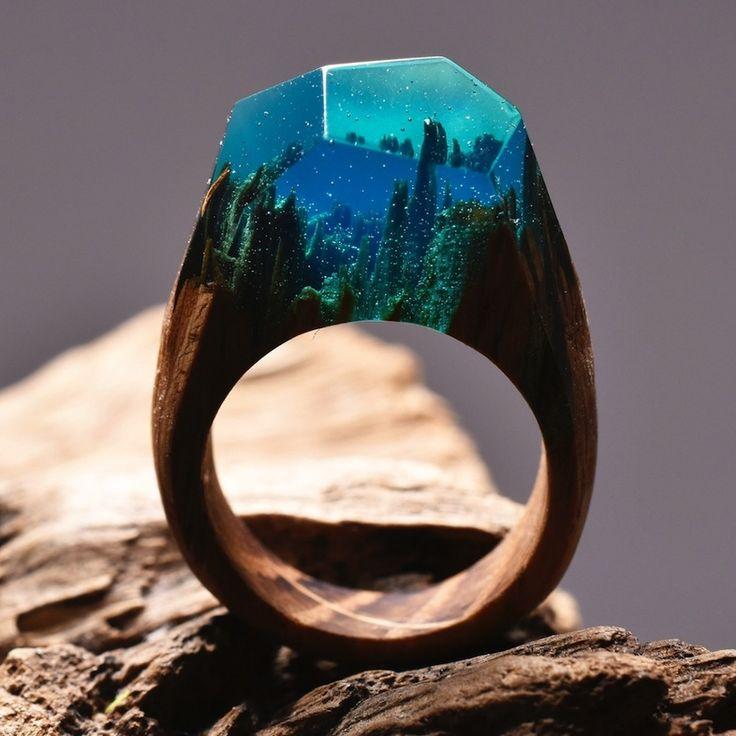 「Secret Wood」のCypress Forest   指輪はどれも木とレジン(天然樹脂)によるオールハンドメイド。