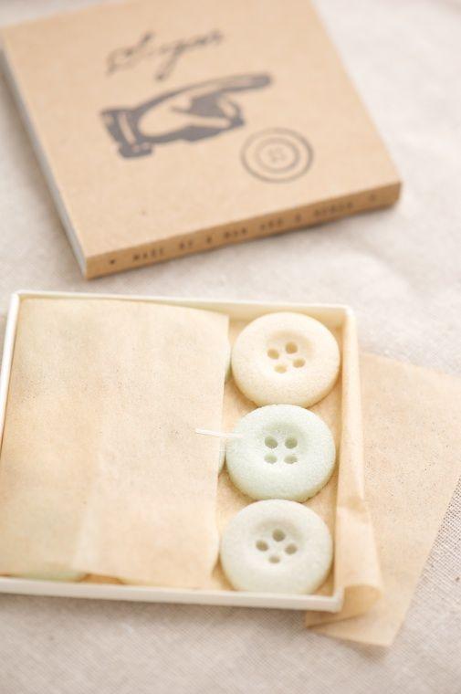 http://patisserierhubarbe.com/    edible buttons