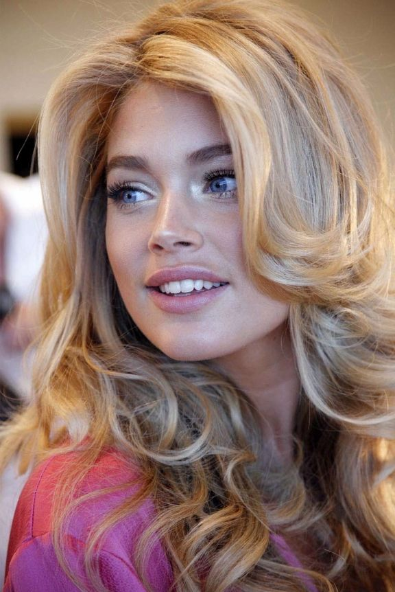 love the flicked out hair framing her face- got to learn how to blow dry like this!