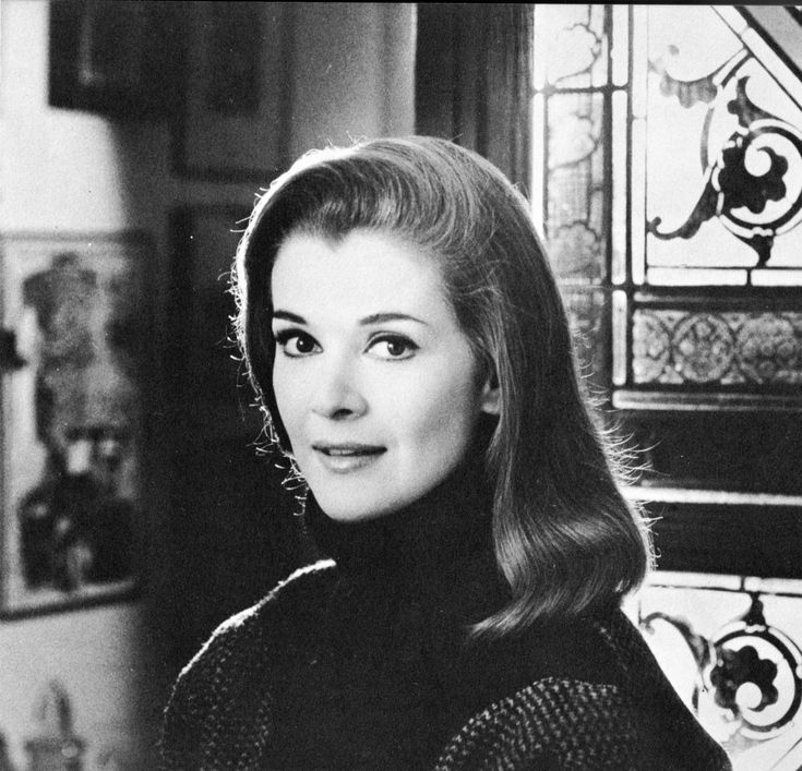 Jessica Walter (Lucille Bluth), the definition of timeless beauty and grace.