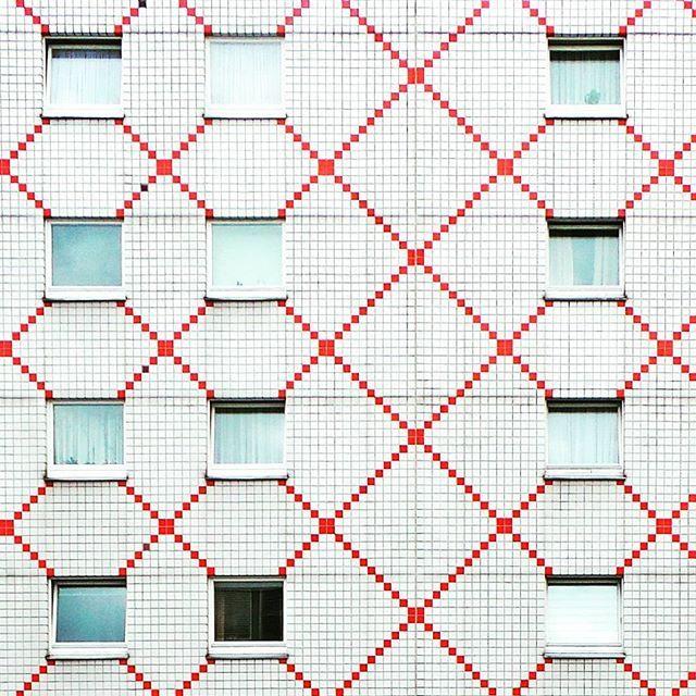 Minimal facade in Berlin Shoot by @laciudadalinsta#alemania #instagram #rsa_doorsandwindows #rsa_windows #facade #fachada #arquitectura #archilovers #architecturelovers #architecture #huntgram #berlinstagram #berlinstreetart #ig_europe #ig_berlincity